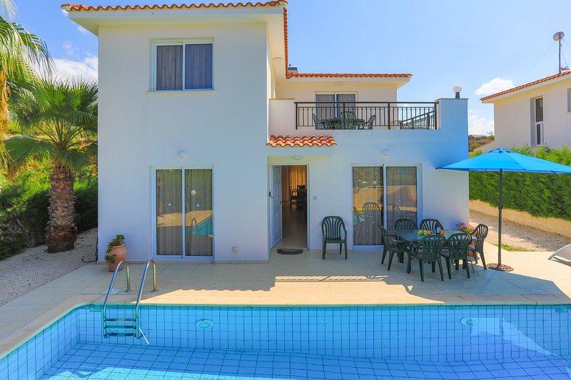 Villa Petunia: Three bedroom villa with exceptional garden and pool, close to, holiday rental in Argaka
