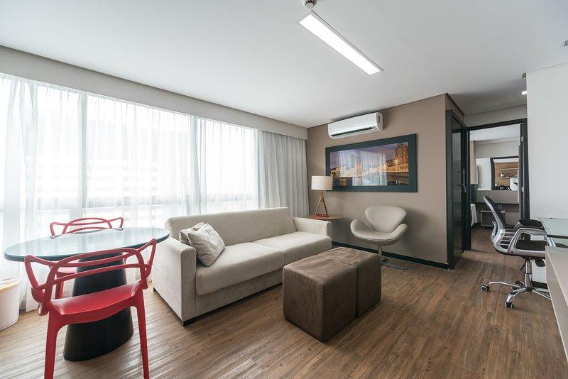 RMD906 Maravilhoso flat na praia de Boa Viagem. Ideal para turismo ou negócio, holiday rental in Recife