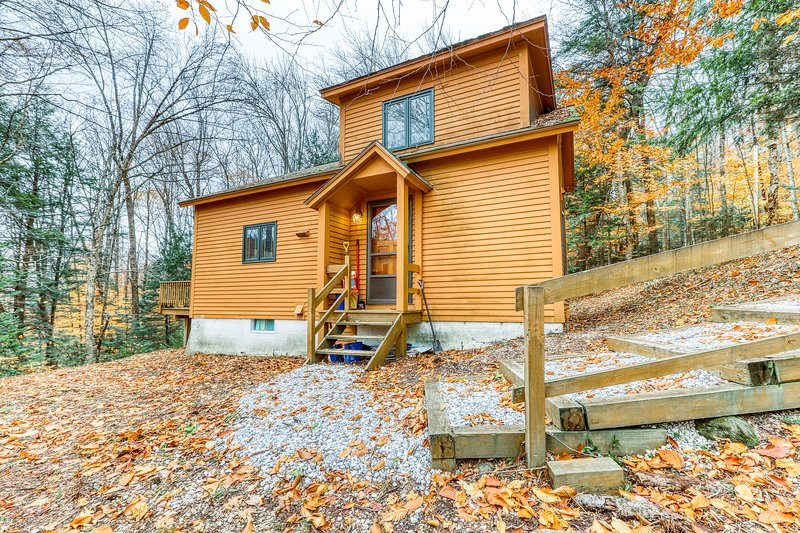 Family home w/ sauna, wood fireplace & deck - close to skiing and lakes!, location de vacances à Plymouth