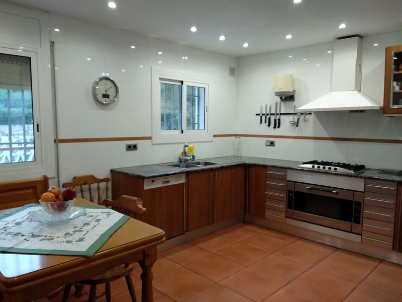 Big apt with swimming-pool & Wifi, vacation rental in Segur de Calafell