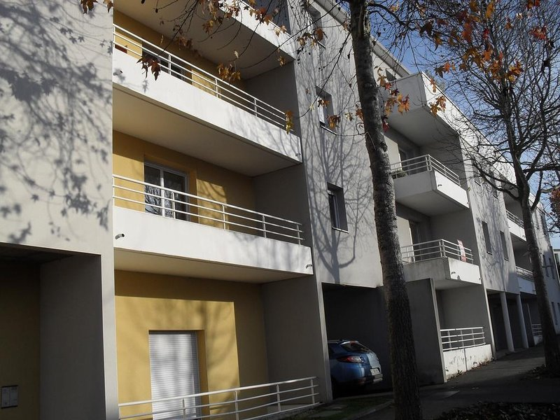 Nice apt with terrace & balcony, holiday rental in Plaintel