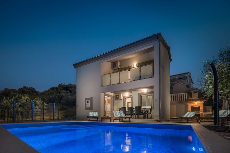Villa Calma with Swimming Pool, vacation rental in Sevid