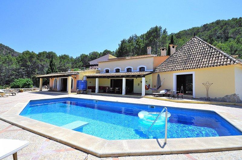 Villa LA PERLA NEGRA- Finca with private pool in Andratx. Families BBQ Table ten, holiday rental in Sant Elm