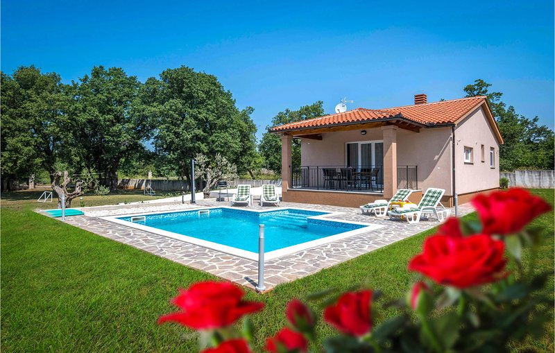 Stunning home in Vodnjan with WiFi and 2 Bedrooms (CIC650), holiday rental in Barbariga