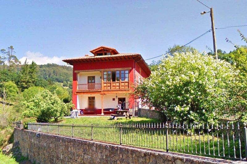 Amazing house with terrace, location de vacances à Sevares