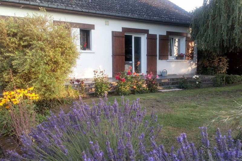 Nice property in Favières, vacation rental in Neufmoutiers En Brie