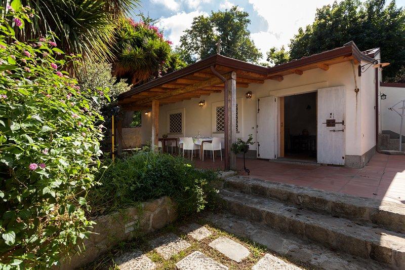 AGRICONTURA: Casa della Yucca, holiday rental in San Salvatore di Fitalia