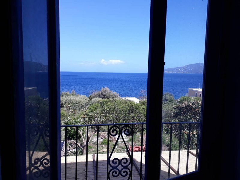 Beautiful apt with sea view, casa vacanza a Santa Marina Salina
