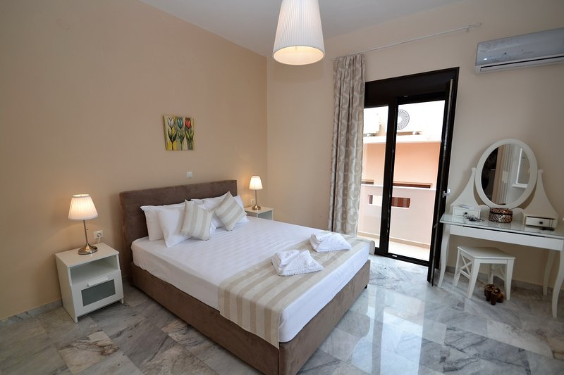 Apt near Beach,Old Town,All Amenities, vacation rental in Rethymnon
