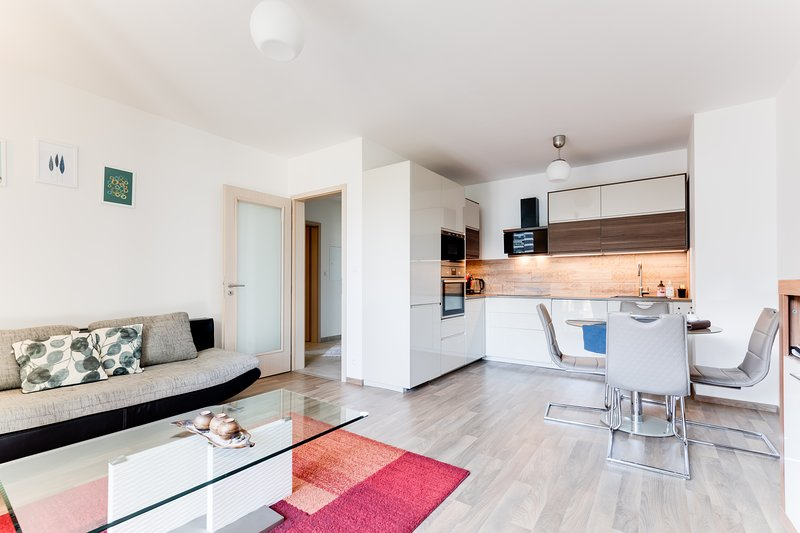 Luxury & Stylish Brand New Flat next to metro with Netflix and Free Parking, casa vacanza a Unhost