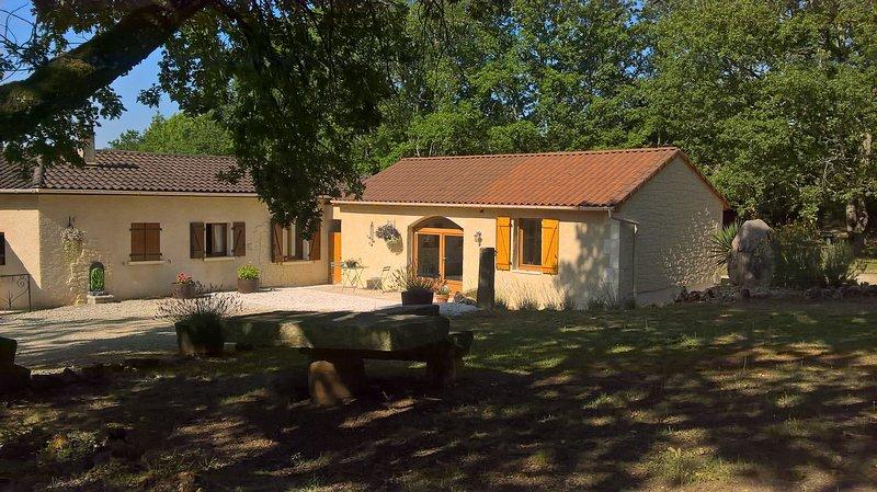 Confort et calme dans un paysage Lotois, location de vacances à Saint-Aubin-de-Nabirat