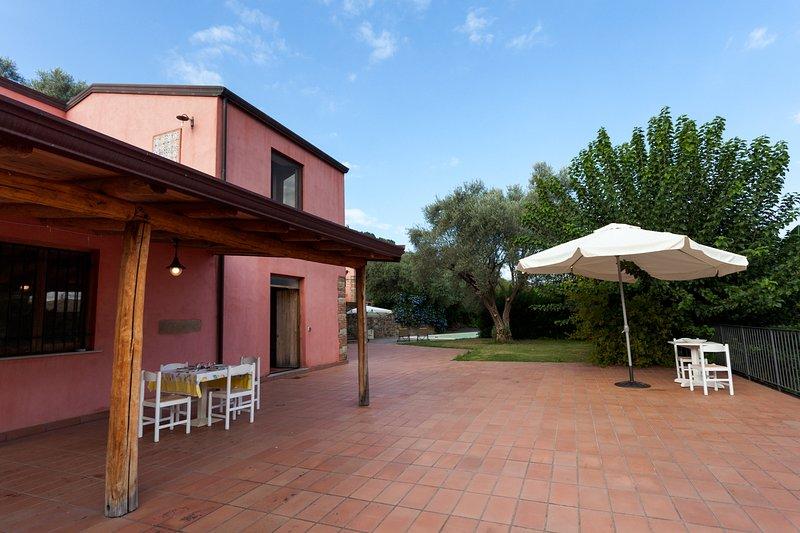 AGRICONTURA: CASA DEGLI ULIVI, holiday rental in San Filippo del Mela