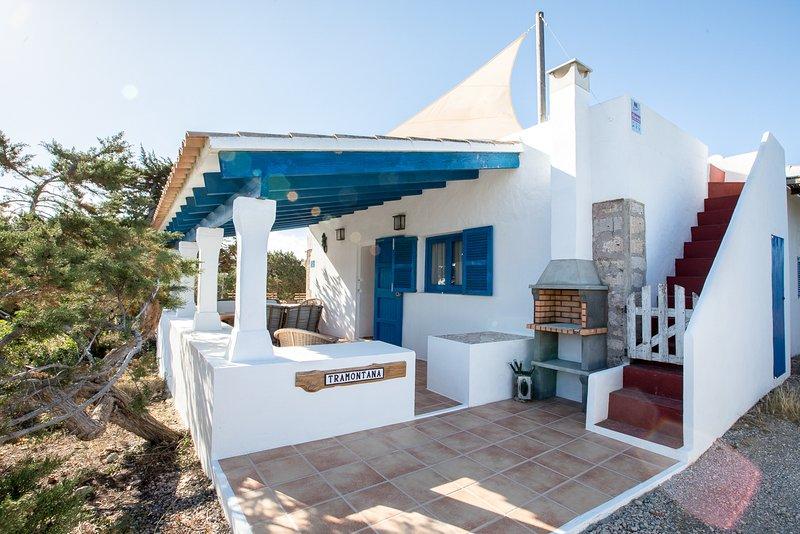 Casa Tramontana 4-6 pax.Terraza con vistas al mar, barbacoa.A 800m playa Migjorn, vacation rental in El Pilar de la Mola