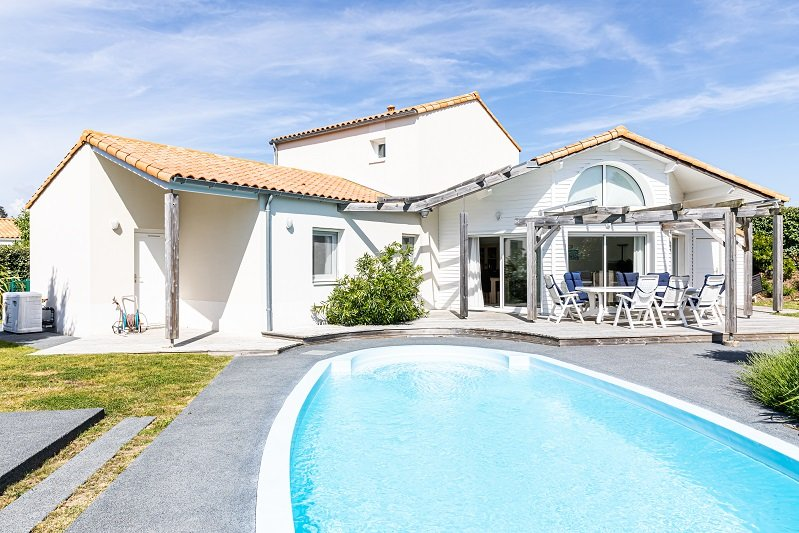 Villa Sequoia, private heatable pool, sleeps 8, vacation rental in Vendee