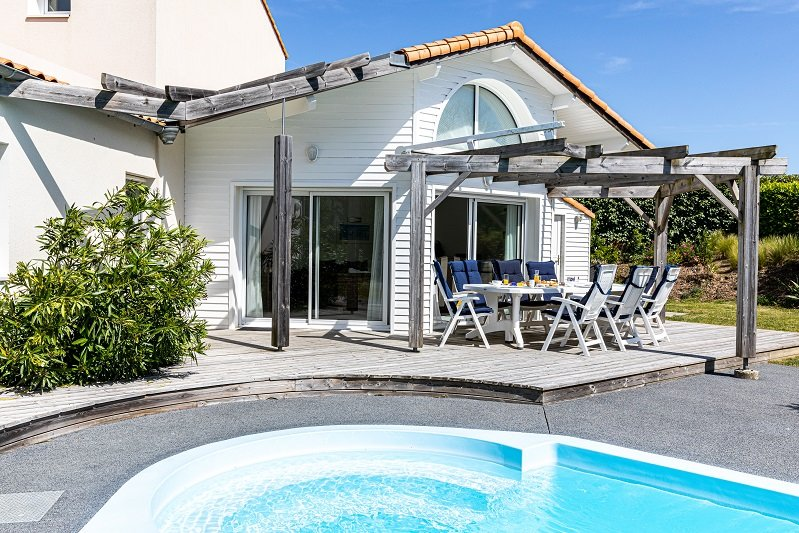 Villa Sequoia, private heatable pool, sleeps 8, location de vacances à Vendée