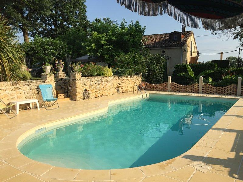 Duplex avec piscine au cœur des vignes, vacation rental in Saint-Etienne-De-Lisse