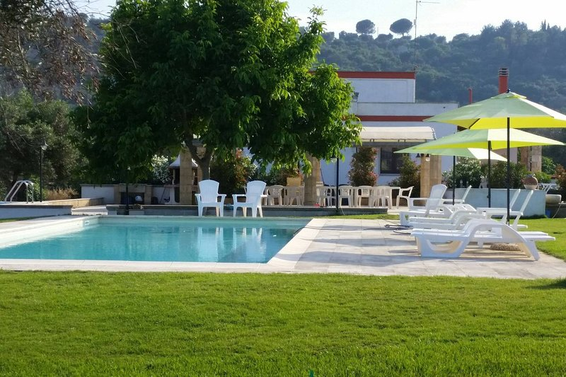 Amazing apartment with shared pool, holiday rental in Miggiano