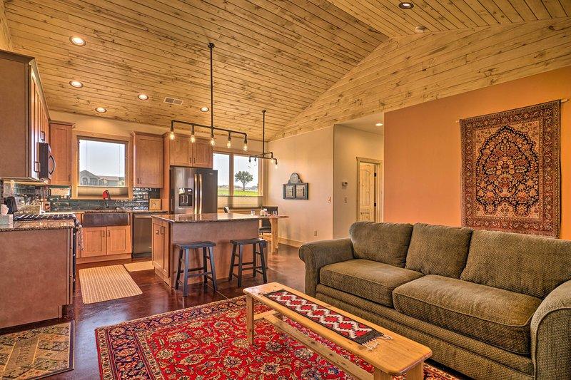 Arkansas River Valley Casita: 9-Acre Hayfield!, vacation rental in Canon City