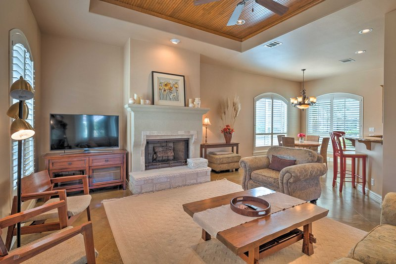 The Hills Home By Golf & 4 Mi to Lake Travis!, holiday rental in Lakeway