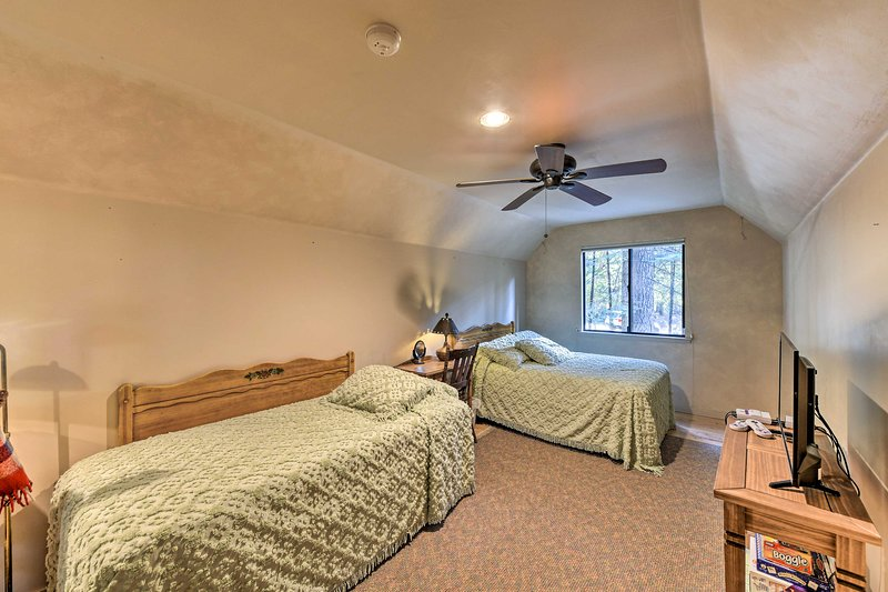 The bedroom above the game room features 2 twin-sized beds.