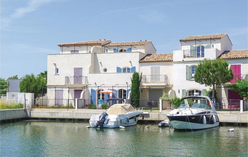 Awesome home in Aigues-Mortes with WiFi and 4 Bedrooms (FLG280), aluguéis de temporada em Saint-Laurent-d'Aigouze