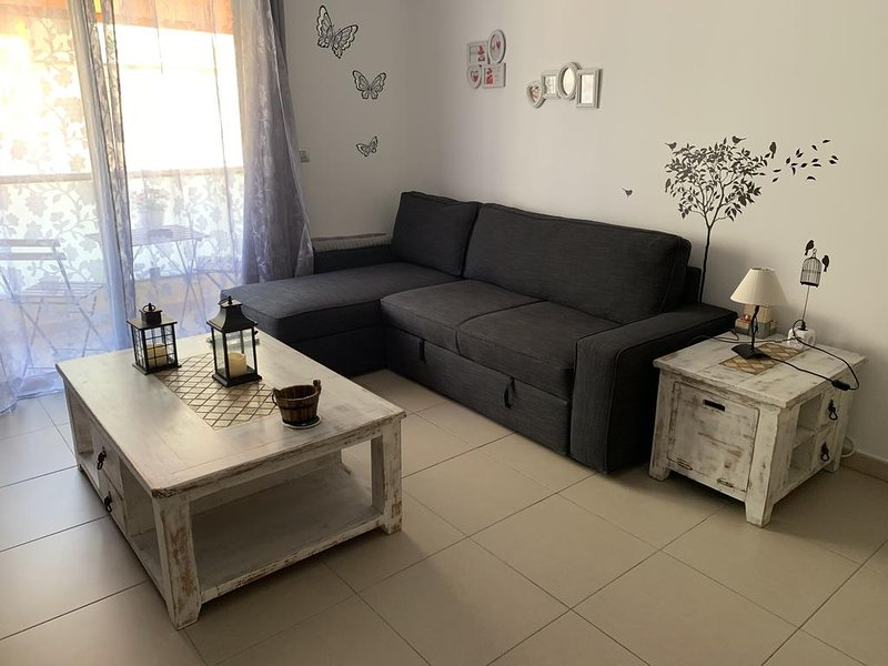Nice apt with balcony & Wifi, holiday rental in Alcala