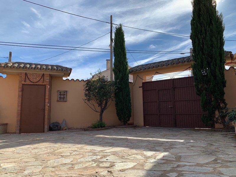 Spacious house with terrace & Wifi, casa vacanza a Aldehuela de la Boveda