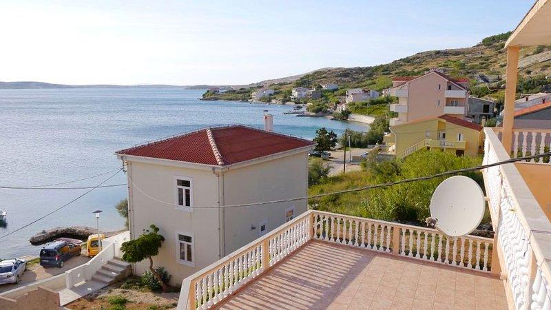 Cosy apartment with sea view and one bedroom, aluguéis de temporada em Metajna