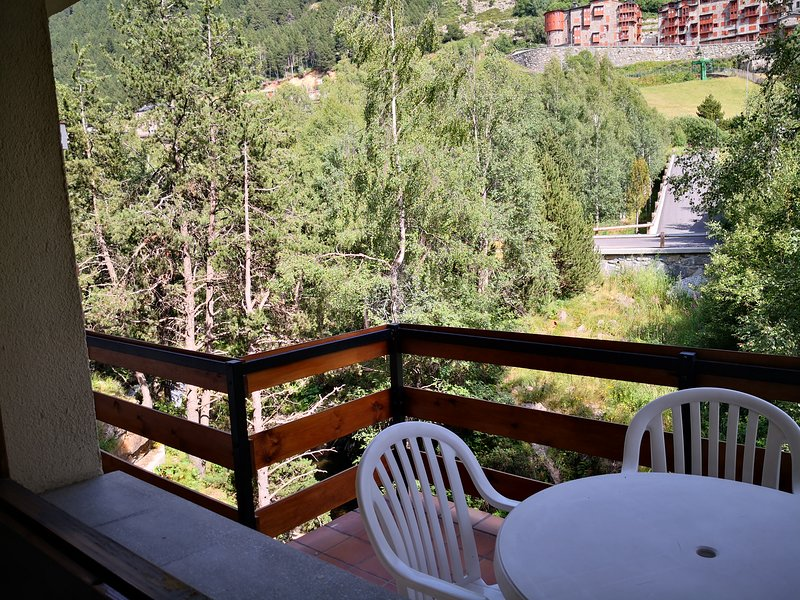 Apartment with mountain view, location de vacances à El Tarter