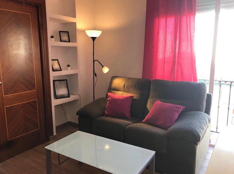 Céntrico apartamento en Ronda, ideal para una escapada en pareja, vacation rental in Montejaque