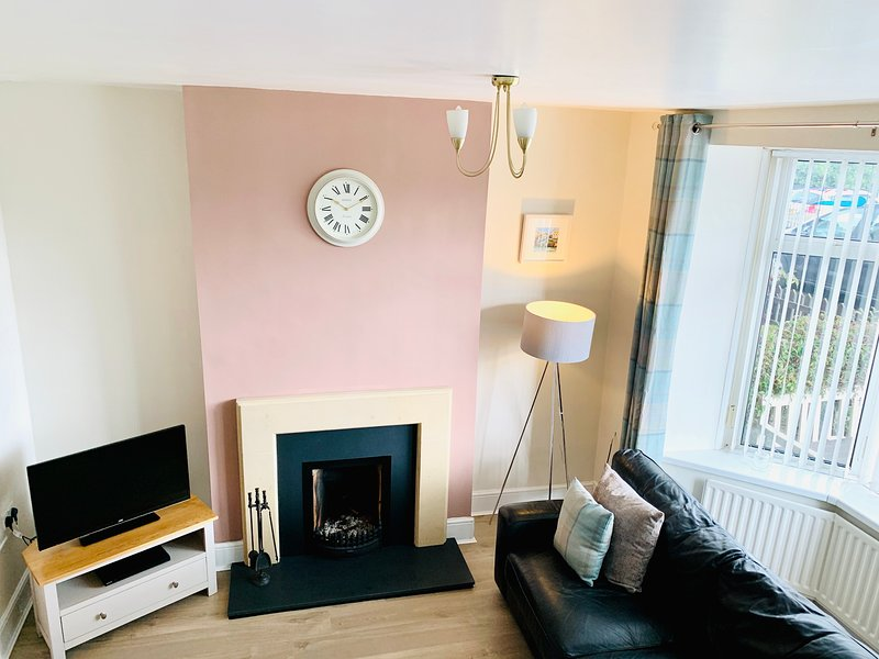 The Sands Cottage (Central location, free superfast WIFI, dog friendly), holiday rental in Seahouses