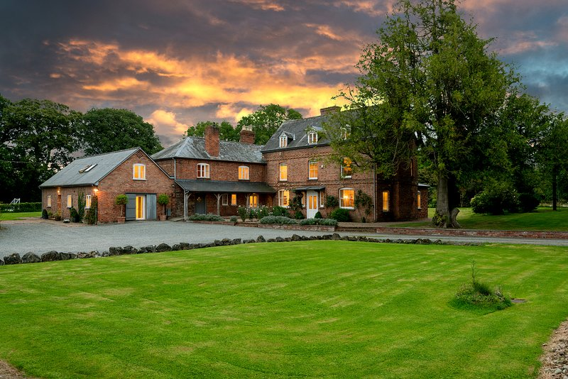 Luxurious & peaceful holiday house in Wye Valley - perfect for groups & families, holiday rental in Peterchurch