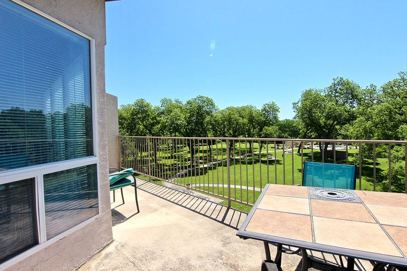 Waterwheel Retreat - 2bdr/2bth- Pet-Friendly- Sleeps 6!, location de vacances à New Braunfels