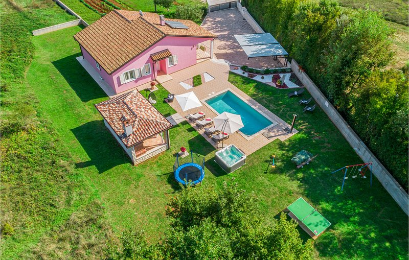 Amazing home in Labin with WiFi, 3 Bedrooms and Jacuzzi (CIK798), casa vacanza a Vinez