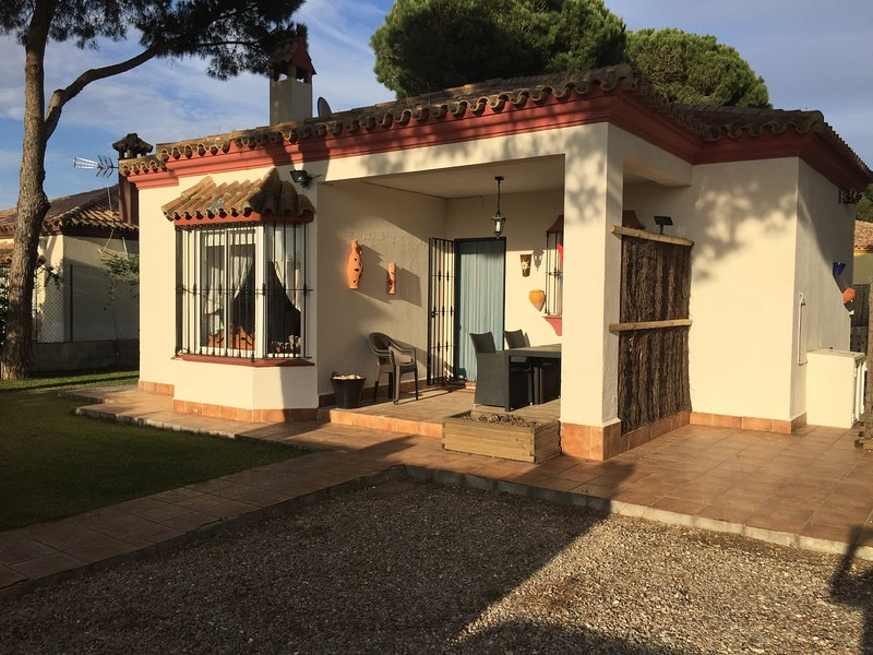 Holiday Villa with Swimming Pool - Beach and Golf Nearby – semesterbostad i Chiclana de la Frontera