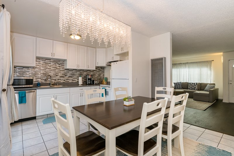 Modern, 4 Parking & Private Yard Near Downtown, vacation rental in New Almaden