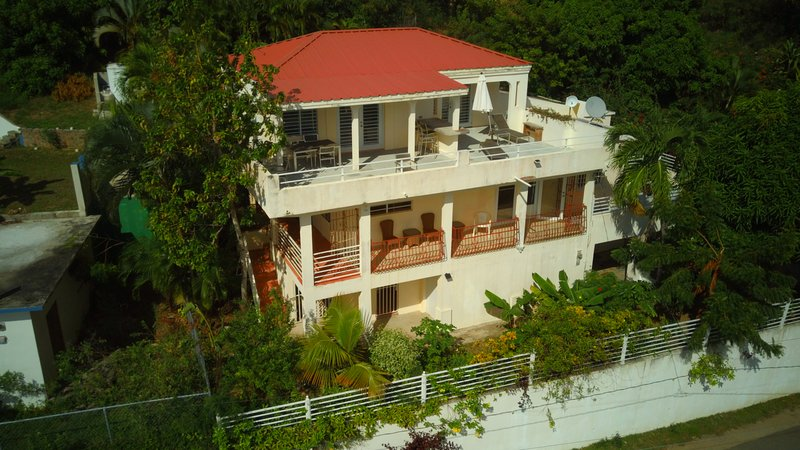 Casa Ventanas - Penthouse with Beautiful South Side Views, holiday rental in Isabel Segunda