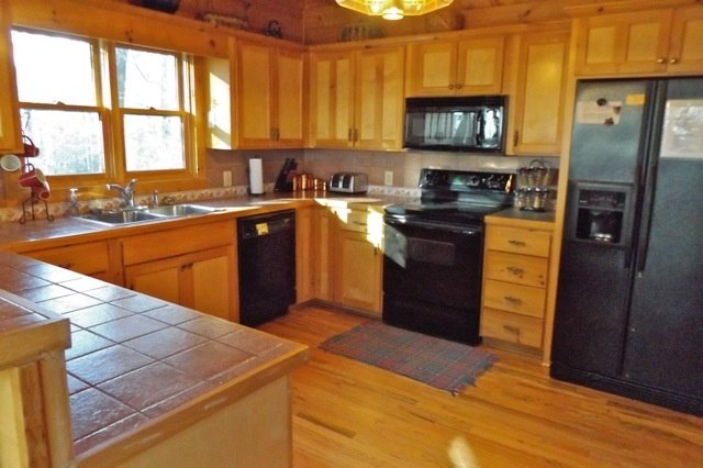 Room,Indoors,Oven,Microwave,Kitchen