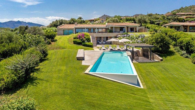 Luxury villa Puntarosa, vacation rental in San Teodoro