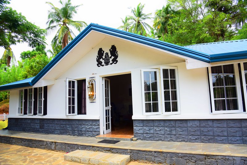 The Ross Lodges Estate Bungalow, holiday rental in Illukkumbura