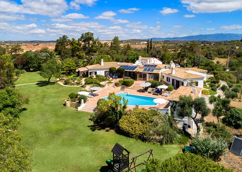 Quinta da Brisa, villa di lusso con piscina, campo da tennis, green