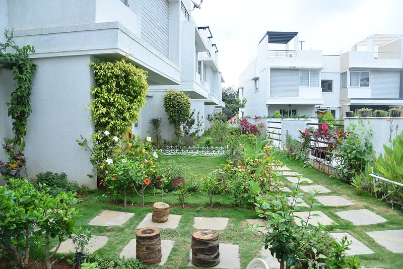villa luxury accommodations for boys an girls as well couples, holiday rental in Bengaluru