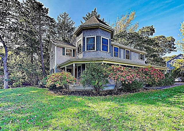 New Listing! Spacious Victorian w/ Farmers Porch & Game Room - Walk to Beach, holiday rental in Hyannis