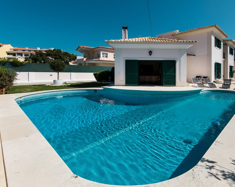 Villa Quinta da Marinha, holiday rental in Lisbon District