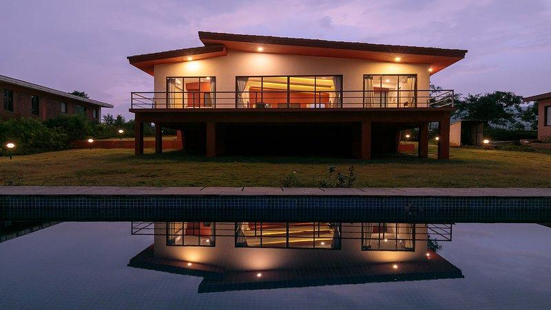 Shivom Villa 4 by Vista Rooms, holiday rental in Lonavala