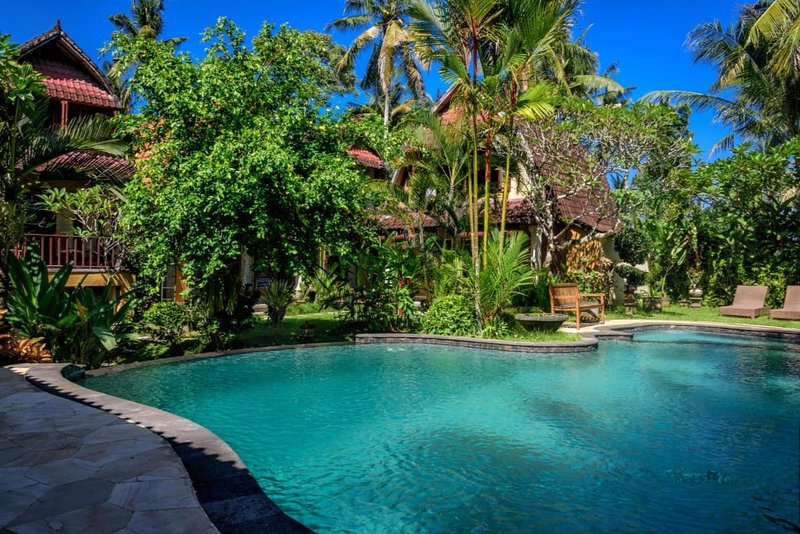 4BR Luxury Villa with Garden view+Pool and breakfast, holiday rental in Lodtunduh