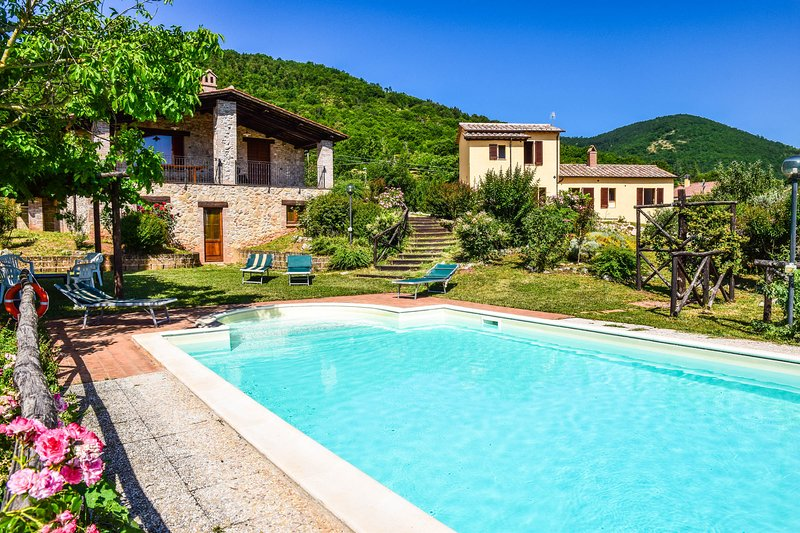 2 houses with air conditioning, private pool. Quiet area & panoramic views, holiday rental in Pozzo Ciolino