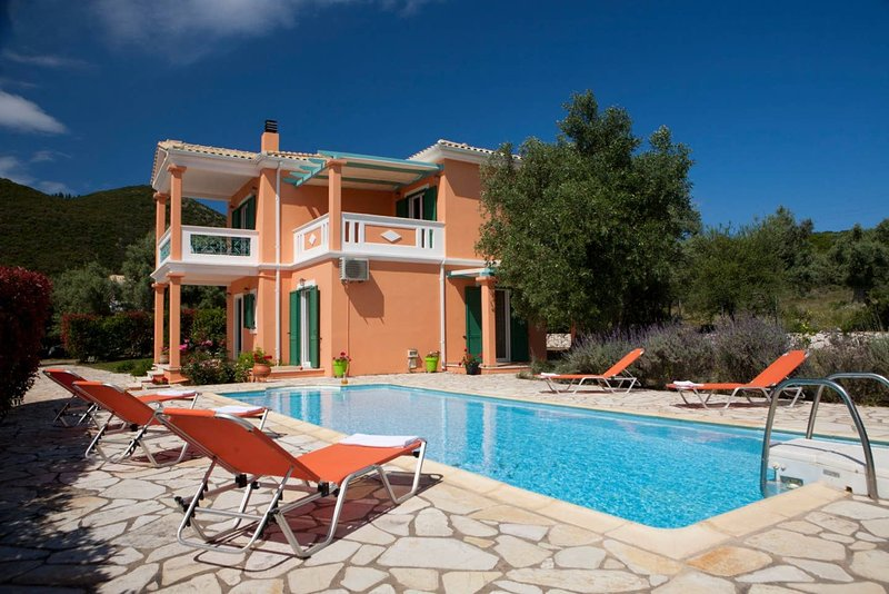 Amazing villa with swimming-pool, vacation rental in Fterno