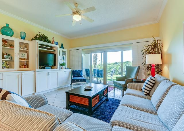 Easy convenience on ground floor; beach access right out your door; FREE WIFI, vacation rental in Miramar Beach