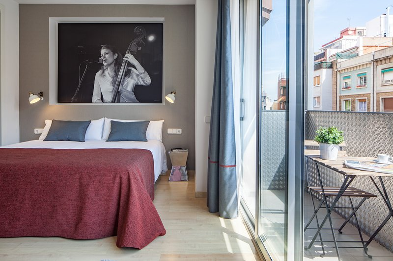 Modern apartment with terrace in Eixample, vacation rental in Vallmanya